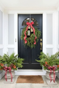 Brilliant Christmas Front Door Decor Ideas 29