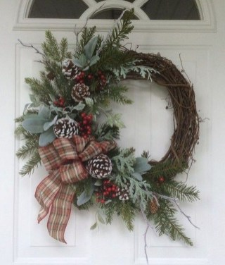 Brilliant Christmas Front Door Decor Ideas 31