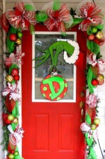 Brilliant Christmas Front Door Decor Ideas 32