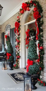 Brilliant Christmas Front Door Decor Ideas 37