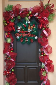 Brilliant Christmas Front Door Decor Ideas 45
