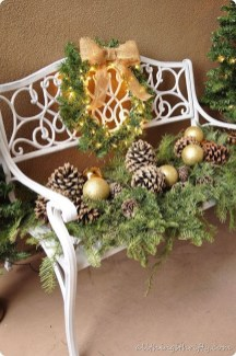 Cozy Rustic Outdoor Christmas Decor Ideas 14