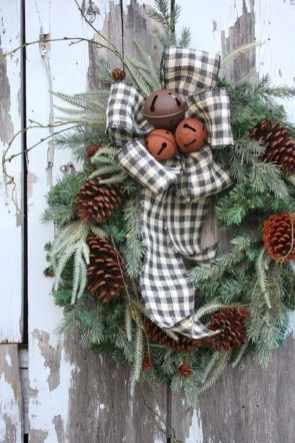 Cozy Rustic Outdoor Christmas Decor Ideas 16
