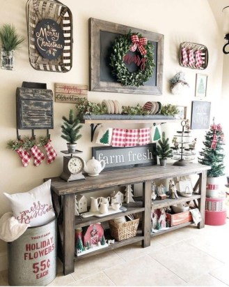 Cozy Rustic Outdoor Christmas Decor Ideas 43