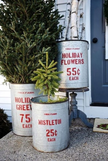 Cozy Rustic Outdoor Christmas Decor Ideas 51