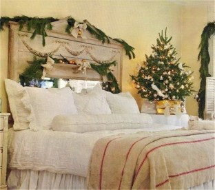 Fascinating Christmas Decor Ideas For Small Spaces 02