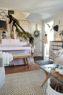 Fascinating Christmas Decor Ideas For Small Spaces 30