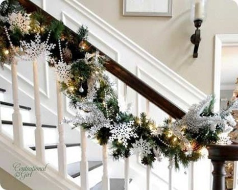 Gorgeous Ways To Decorate Your Stairs In This Christmas Ideas 16