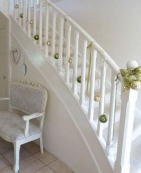 Gorgeous Ways To Decorate Your Stairs In This Christmas Ideas 44