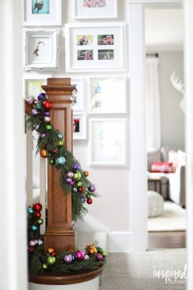 Gorgeous Ways To Decorate Your Stairs In This Christmas Ideas 49