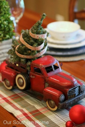 Inspiring Christmas Centerpiece Ideas 33