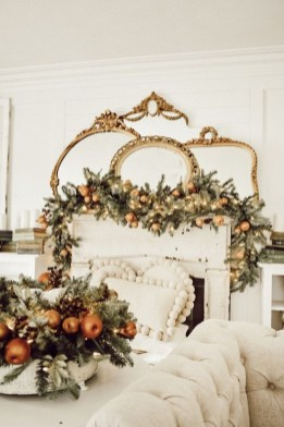 Lovely Traditional Christmas Decorations Ideas 25