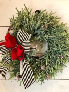 Magnificient Rustic Christmas Decorations And Wreaths Ideas 25