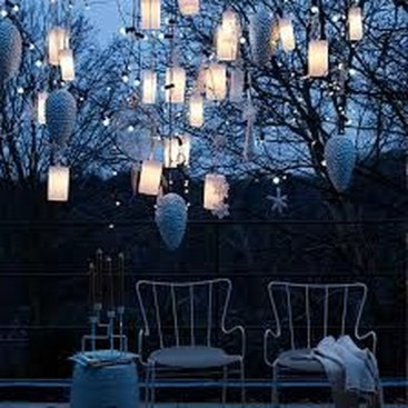 Stunning Balcony Decor Ideas For Christmas 10