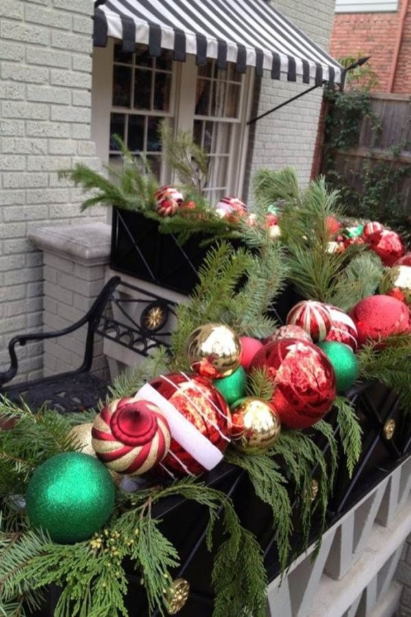 Stunning Balcony Decor Ideas For Christmas 20