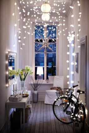 Stunning Balcony Decor Ideas For Christmas 33