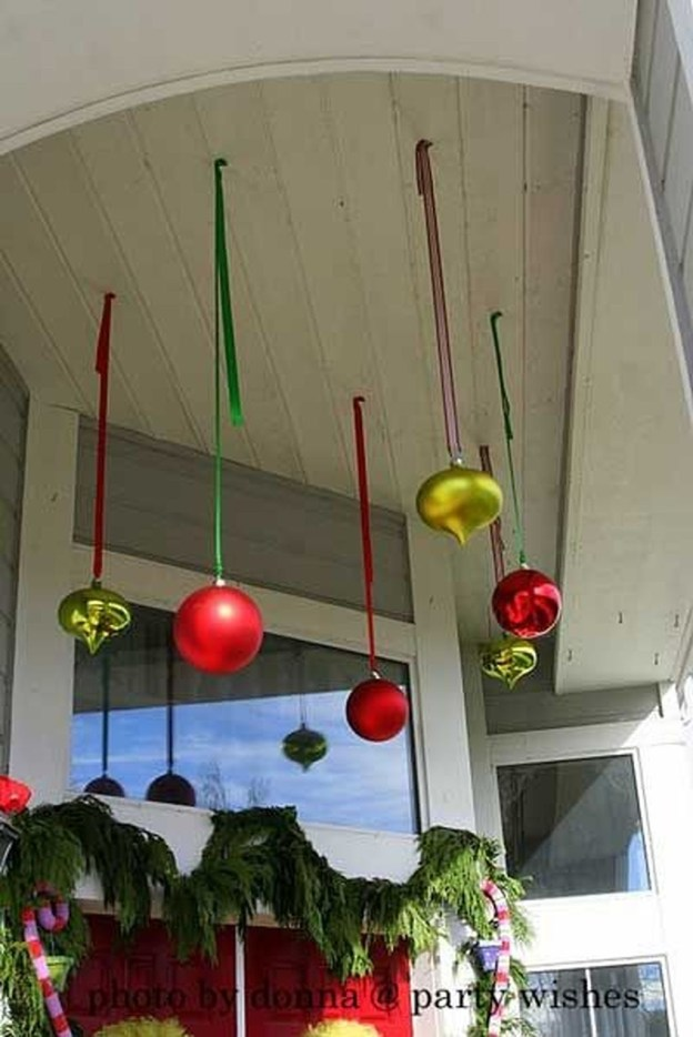 Stunning Balcony Decor Ideas For Christmas 42