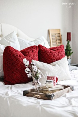 Stunning Christmas Bedroom Decor Ideas 06