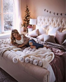 Stunning Christmas Bedroom Decor Ideas 40