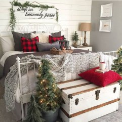 Stunning Christmas Bedroom Decor Ideas 51