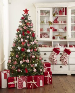 Wonderful Red Christmas Decoration Ideas 41