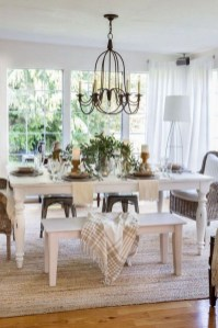 Amazing French Country Dining Room Table Decor Ideas 22