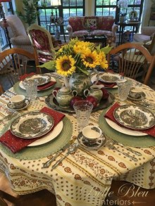Amazing French Country Dining Room Table Decor Ideas 28