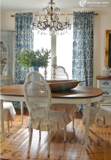 Amazing French Country Dining Room Table Decor Ideas 51