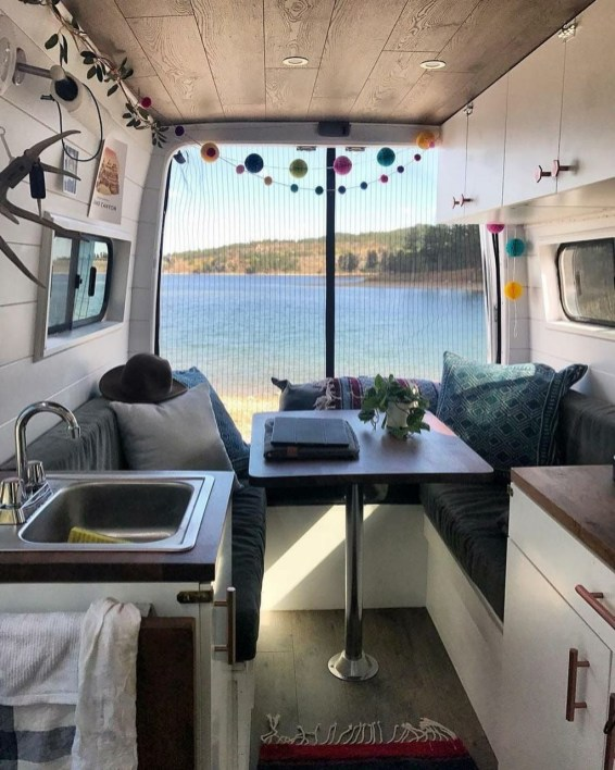 Wonderful Rv Camper Van Interior Decorating Ideas 32