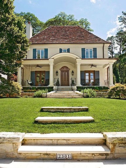 Awesome French Country Exterior Design Ideas For Home 38