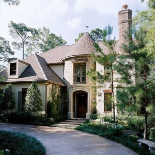 Awesome French Country Exterior Design Ideas For Home 43