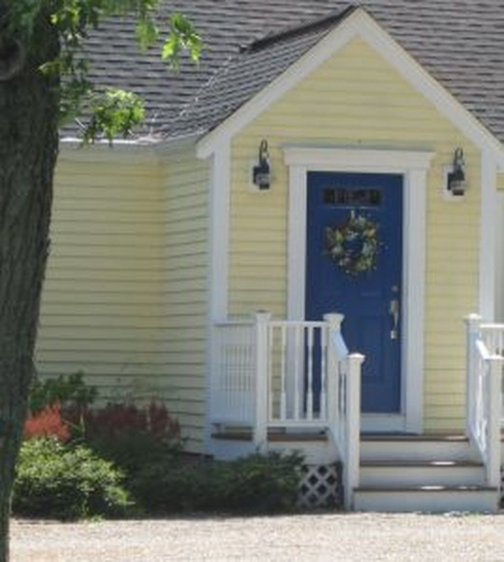 Flawless Exterior House Paint Ideas With Yellow Colors 10