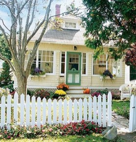 Flawless Exterior House Paint Ideas With Yellow Colors 15