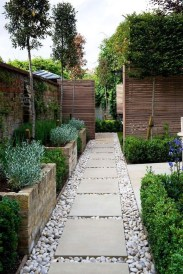 Stunning Front Yard Courtyard Landscaping Ideas 56