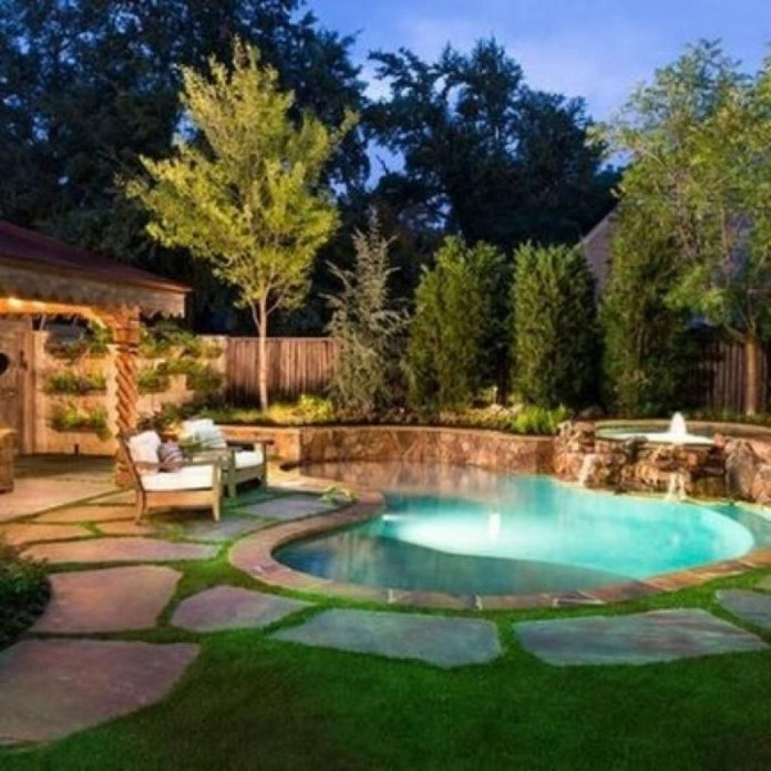 Amazing Natural Small Pools Design Ideas For Backyard 32