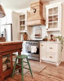 Attractive Kitchen Decorating Ideas With Farmhouse Style 23