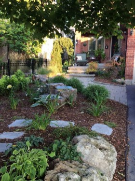 Brilliant Rock Garden Landscaping Ideas For Front Yard 23