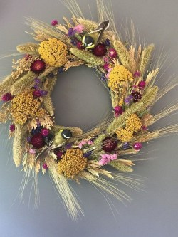 Beautiful Summer Wreath Design Ideas To Try Asap 09
