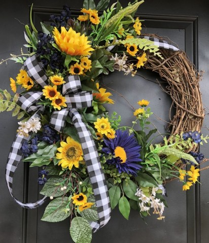 Beautiful Summer Wreath Design Ideas To Try Asap 54