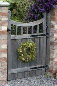 Cool Garden Fence Decoration Ideas To Try This Year 02