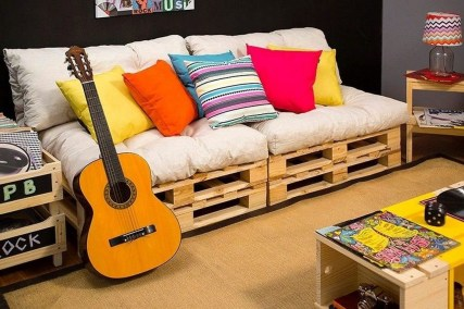 Fancy Diy Ideas To Make Bed Place From Pallet Project 45