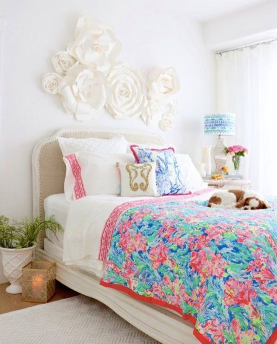Stylish Colorful Apartment Decor Ideas For Summer 15