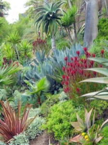 Cozy Rock Garden Landscaping Ideas For Make Your Yard Beautiful 39