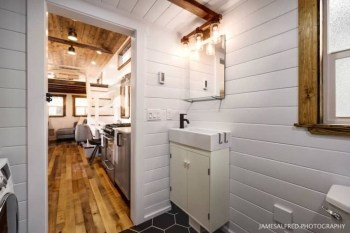 Elegant Minimalist Design Ideas For Tiny Home Decor 24
