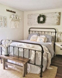 Enchanting Farmhouse Bedroom Ideas For Your House Design 22