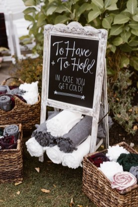 Splendid Wedding Decorations Ideas On A Budget To Try 27