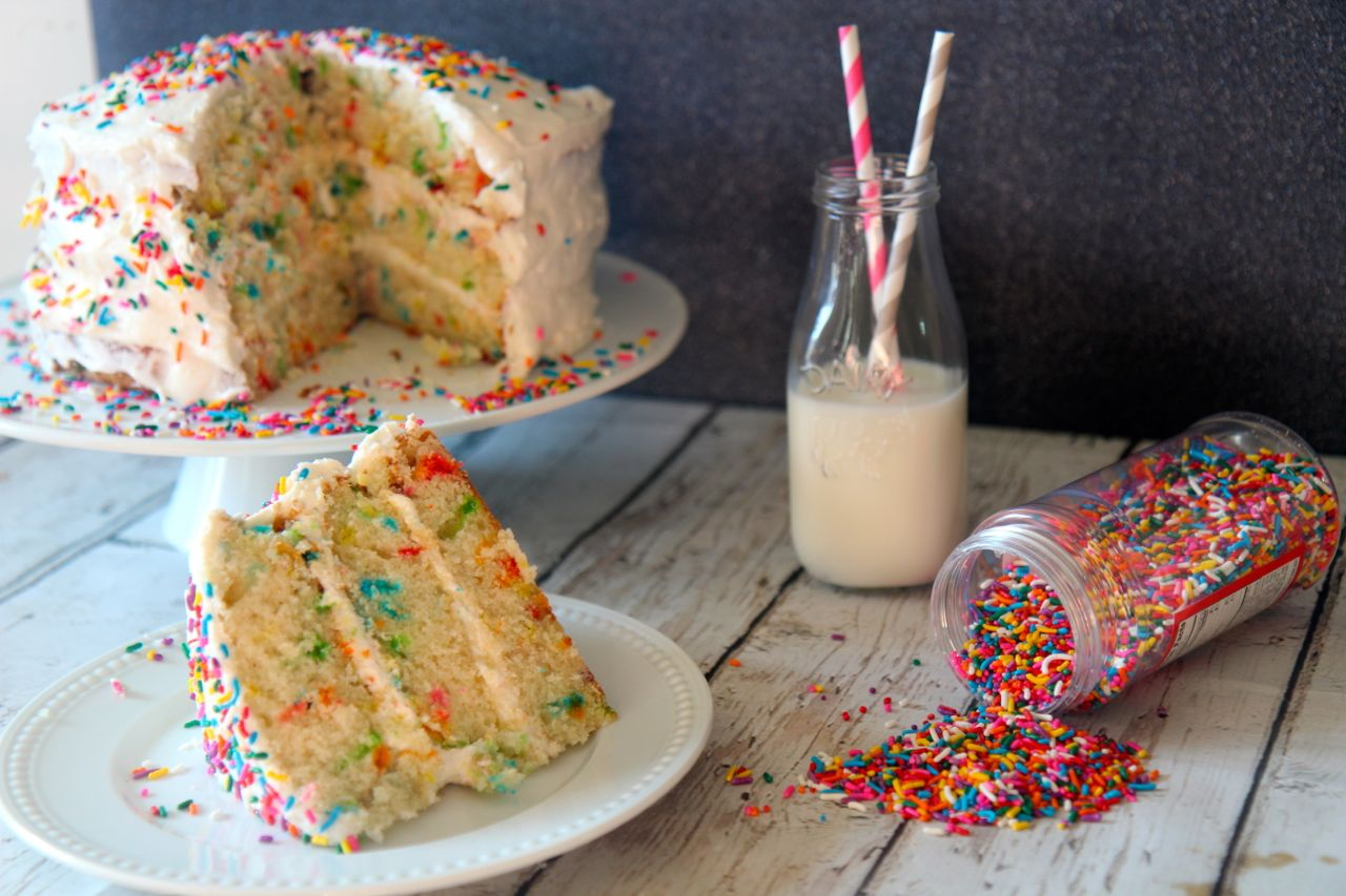 Put the fun in confetti cake with this birthday cake.