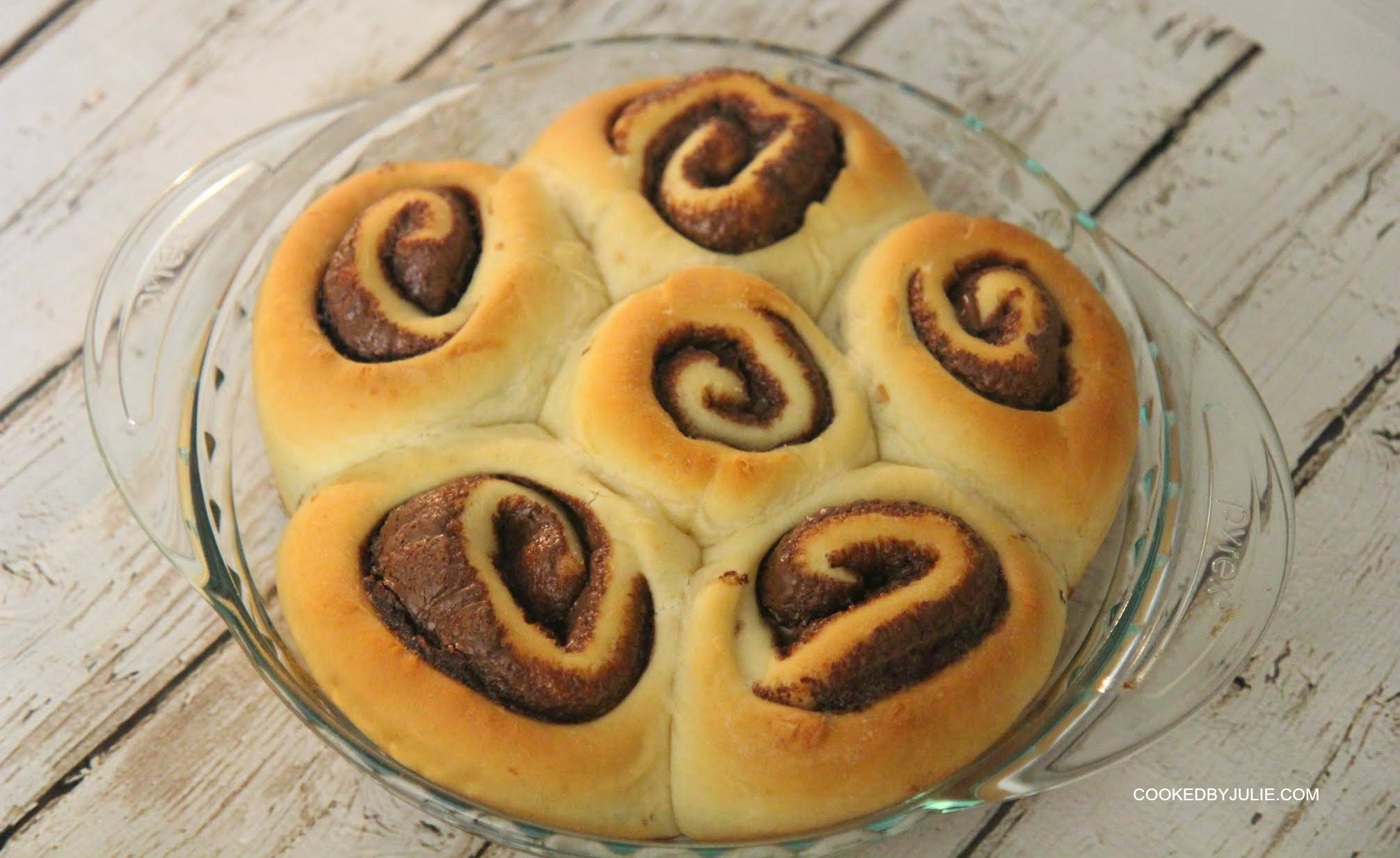 These Nutella cinnamon rolls are perfect for a weekend breakfast and go great paired with a cold glass of milk