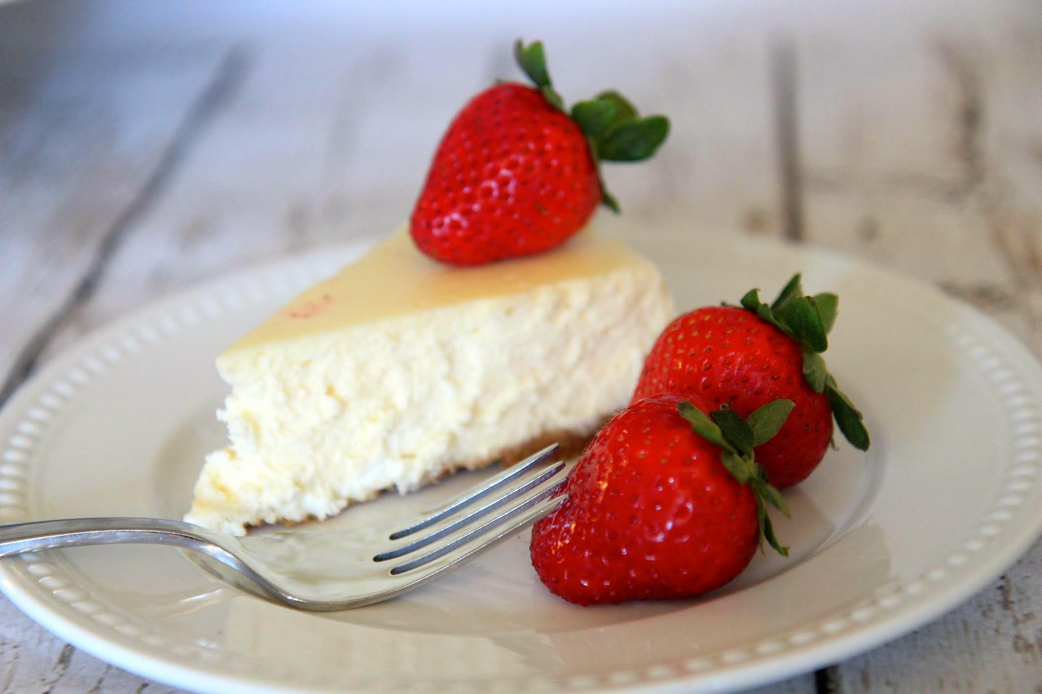 Plain Cheesecake with Strawberries