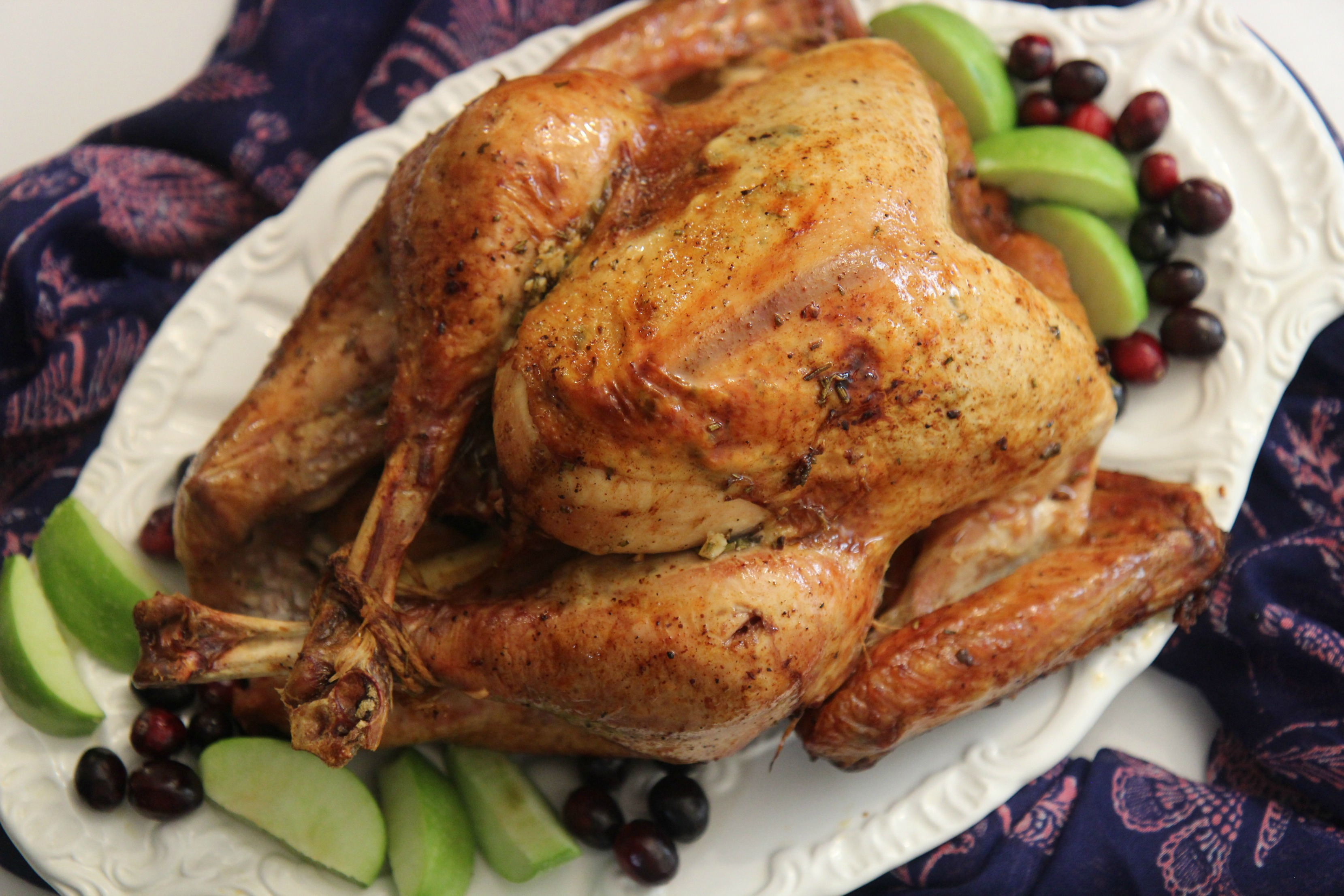 This easy roaster turkey recipe is great for Thanksgiving dinner.